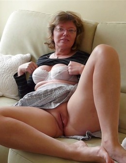 Grandmother exhibitionist in large..