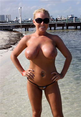 Hot mature moms with amazing natural..