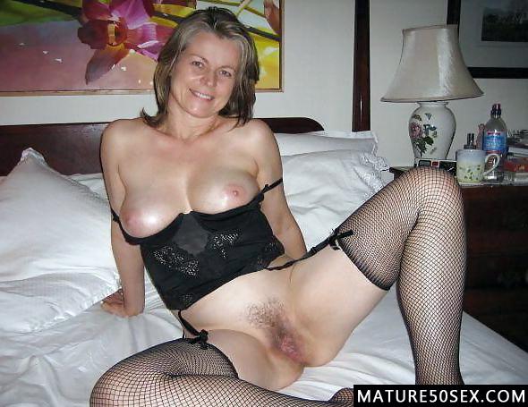 legs spread Amateur mom